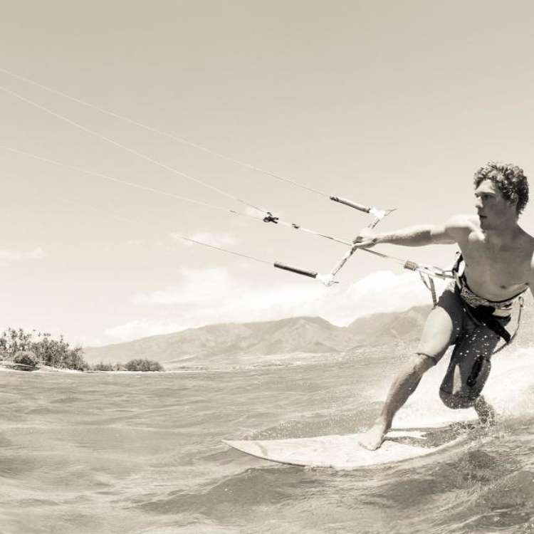Slideshow kite surfing