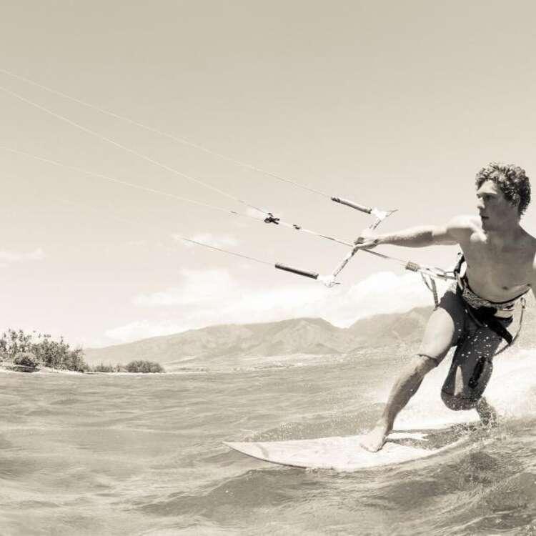 Slideshow kite surfing