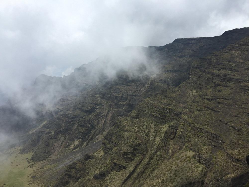 holua-mountains.jpg#asset:2800